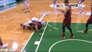 Aron Baynes and Larry Nance Jr. fighting for the ball