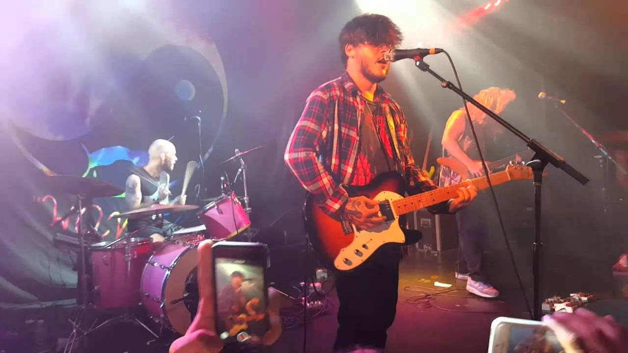 Wavves - Afraid of Heights Live - YouTube