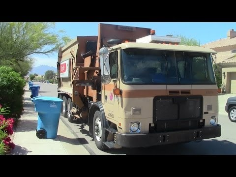 Revving Autocar ACX Curbtender Collecting Recycle