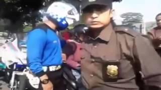 Pakai Pin Palu Arit, Pemuda Ditempeleng Dan Omelin Habis Habisan Oleh Ketum LSM