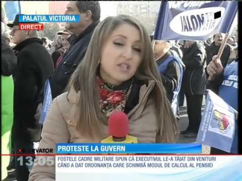 Circa 200 de militari in rezerva protesteaza in Piata Victoriei