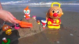アンパンマン 浜辺で砂あそび アンパンマンが流されちゃう?
