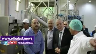 محافظ المنيا يتفقد معرض منتجات المنطقة الصناعية.. فيديو وصور