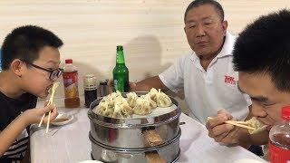 【食味阿远】阿远老爸想尝下最火的牛肉板面,跑了50里地没开门,最后吃烧麦了   Shi Wei A Yuan