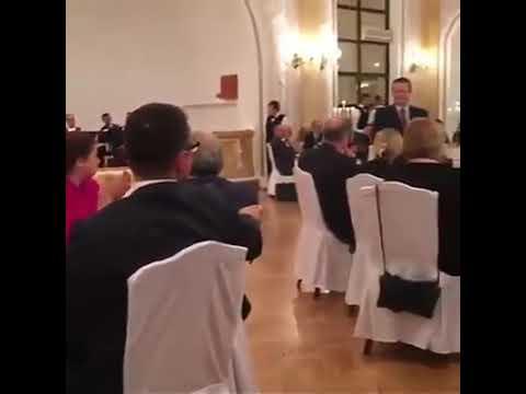 Ivica Dačić na svječanoj večeri pjeva Erdoganu OSMANAGA...