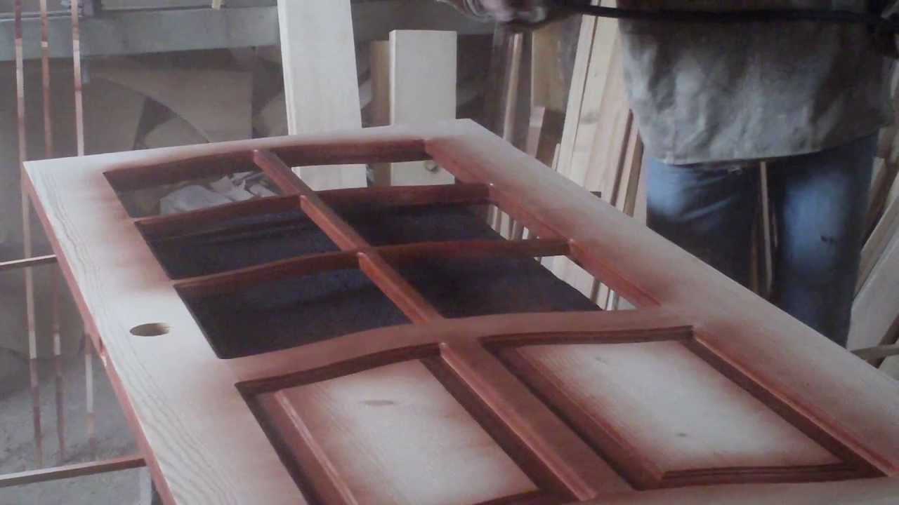 Купить металлическую входную дверь в квартиру и дом, межкомнатные деревянные двери из сосны дешево, по недорогой цене. Из каталога подобрать двери с ковкой, условиям эксплуатации уличные утепленные.