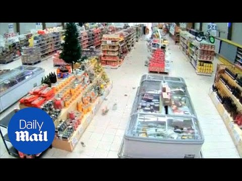 Major quake jolts Chile resort region: 21,000 homes lose power - Daily Mail