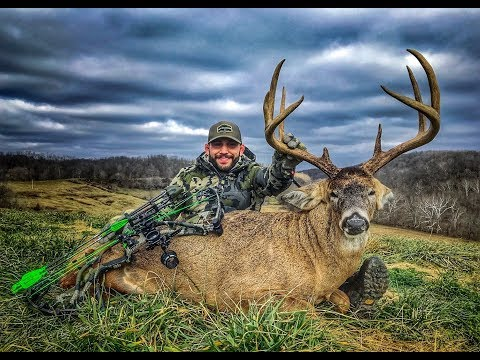 Chad Mendes Tags Out On Another GIANT Ohio Whitetail!!