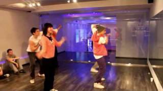 Electro Dance ( Tecktonik ) Начинающая группа в Model - 357(Преподаватель: Sam Zakharoff JUST DANCE - Канал Танцев и Музыки! Меня зовут Сэм Захаров, погрузитесь со мной в этот..., 2010-02-25T23:50:45.000Z)