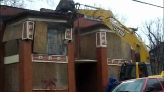 Demolition of a House with heavy equipment