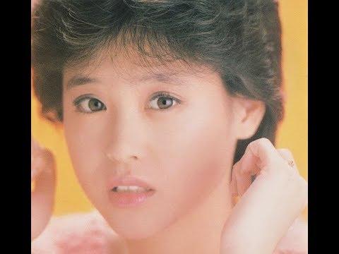 松田聖子の冬の曲を中心に集めました。 1.愛されたいの 2.冬の妖精 3.白い恋人 4.恋人がサンタクロース 5.North Wind 6.Eighteen 7.ウィンター・...
