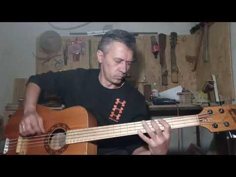 Акустический бас из акустической гитары.