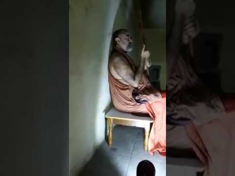 Kanchi Bala Periyava chanting Soundarya Lahari with a 9 year old girl!
