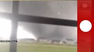 Approaching tornado caught on camera: Twister wreaks havoc in Washington, Illinois