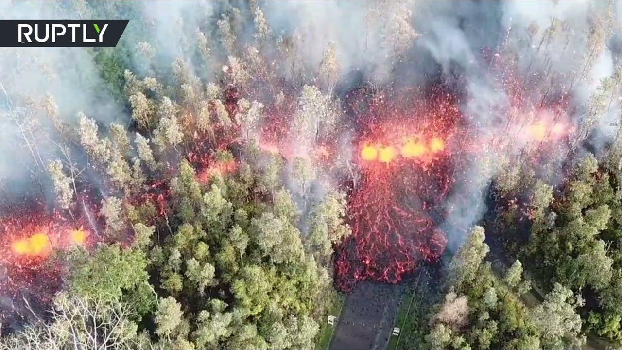 В США поток лавы после извержения вулкана Килауэа прошел сквозь лес