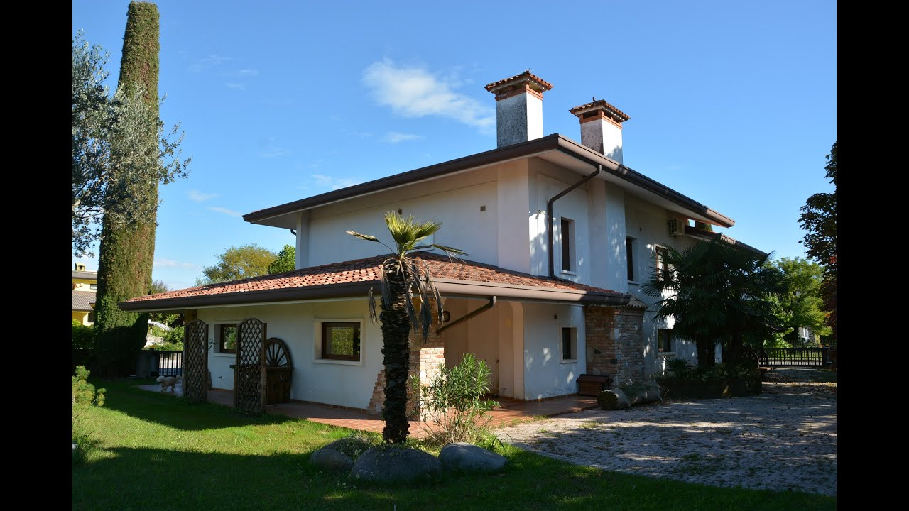 Chiopris viscone villa con piscina e depandance in vendita for Case in vendita