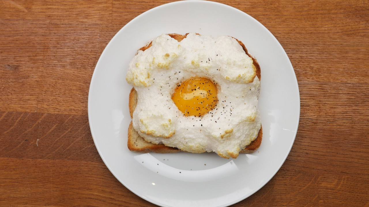 How to make cloud eggs on toast