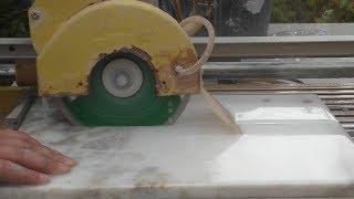 видео Подоконники из камня. Производство подоконников из натурального и искусственного камня. Изготовление каменных подоконников из гранита, мрамора, травертина, акрила, кварцевого агломерата в Петербурге. Отливы из камня, каменные откосы, обрамления окон и двер