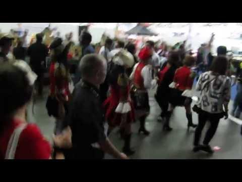 C-ute - Japan Expo in France (2013) - Girls go to play karaoke
