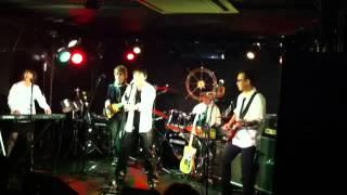 NITE ROCK LIVE の模様です♪ 阪急六甲ライブハウス 「メイデン・ヴォエッジ」 ☆MIX JUICE http://mixjuice2008.web.fc2.com/ 神戸のアマチュアロックバンドで...