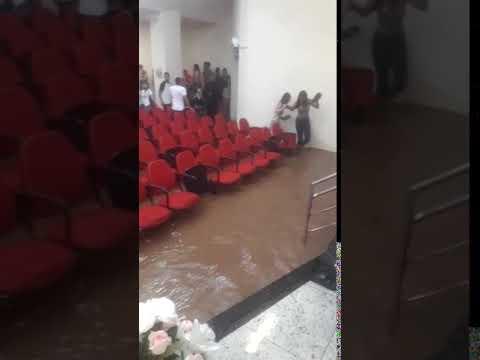 Chuva causa estragos no Bairro Vale do Jatobá, em BH
