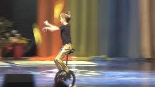 Моноциклист. Артист цирка.