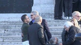 Antoine De Caunes et Jose Garcia aux obsèques de Philippe Gildas au Pere Lachaise a Paris
