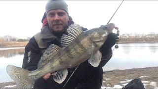 Рыбалка на СПИННИНГ в ФЕВРАЛЕ Зимний спиннинг на Москва реке Джиг зимой 19 02 2020
