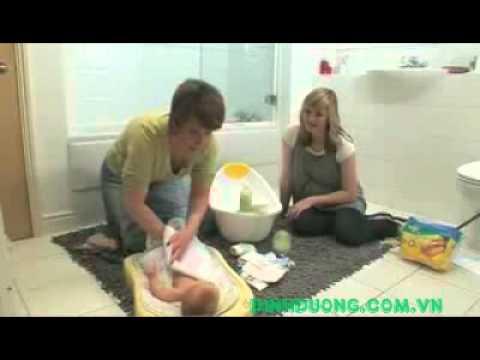 Video tư vấn   Cách tắm cho bé sơ sinh   dinhduong