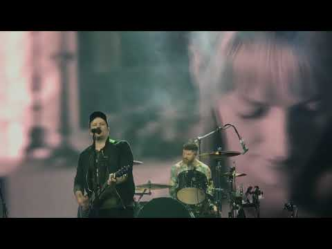 Fall Out Boy - Uma Thurman - TD Garden Boston - 10.27.17