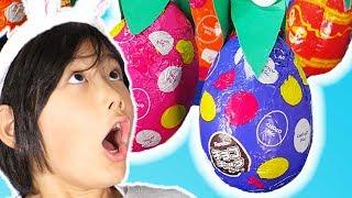 エッグハントごっこ!イチゴ狩りでチョコエッグ開封!? Surprise Eggs Pretend Play!