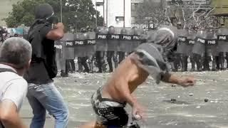 Anti-Maduro demonstrations turn violent in Caracas