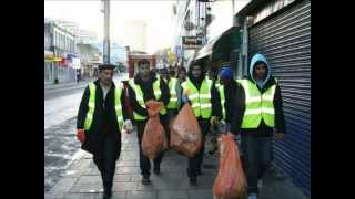 Ahmadiyya Muslim Youth take to the Streets to clean up in New Year