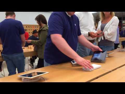 Apple store in Crossgate mall, Albany, NY, USA.