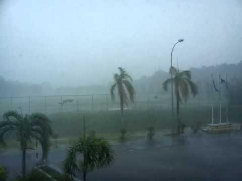 Ribut Kuat Dan Hujan Super-lebat Di Mersing 2012