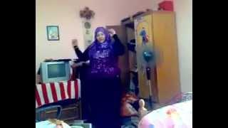 رقص منزلي لسيدة مربربه