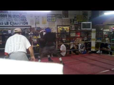 Lashawn sparrs Leon (Atlantic Boxing club)