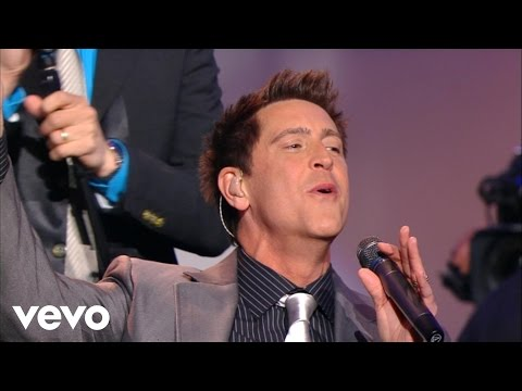 Ernie Haase & Signature Sound - My Heavenly Father Watches Over Me [Live]