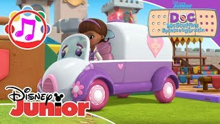 Stuffys fährt im Krankenwagen ♫ Doc McStuffins ♫ | Disney Junior Musik