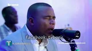 Gambar cover HENRI PAPA MULAJA Chante YAWEH, Live dans Ta Grandeur