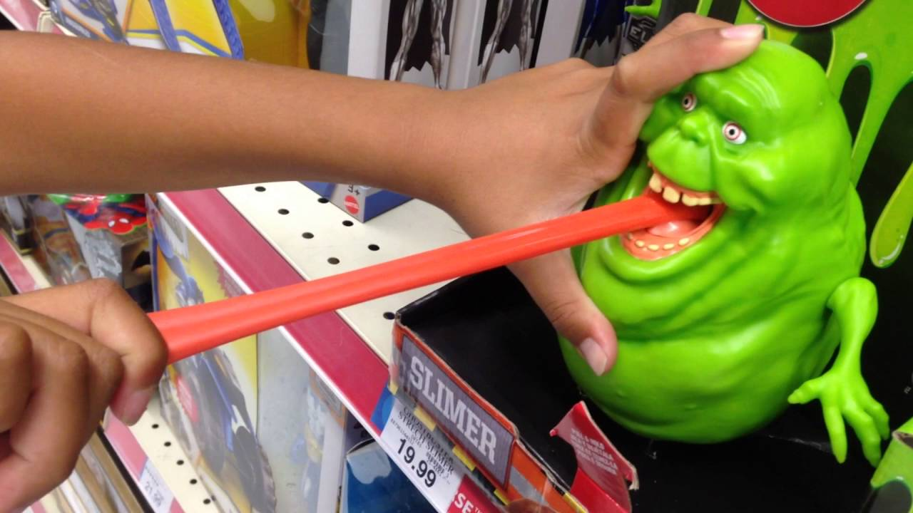 new ghostbusters slimer toy at toys r 39 us youtube. Black Bedroom Furniture Sets. Home Design Ideas