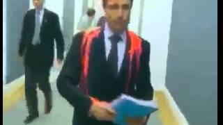 Генерального секретаря НАТО Андерса Фог Расмуссена символично искупали в крови