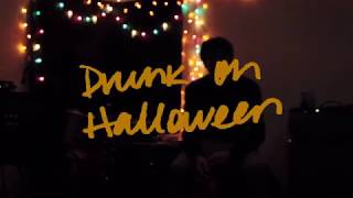 Смотреть клип Wallows - Drunk On Halloween
