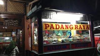 インドネシアのパダン料理屋さん Enak sekali