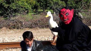 Shaitan vs Boy New Duck Wali Chal (Shaitan ki New Video)