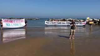 Discoli del Sinarca e No Trivelle Molise: flash mob in mare