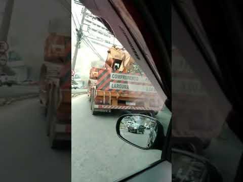 Carreta pega fogo perto de posto de combustível - parte 9