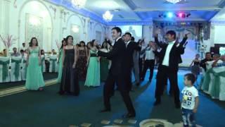 Свадебный танец друзей Мухита и Айнуры  Тараз  15 06 13