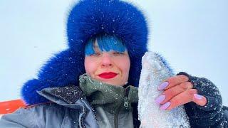 НАШЛА РЫБУ, ГДЕ НИКОГО НЕТ! Зимняя рыбалка В ПАЛАТКЕ на ДИКОМ ОЗЕРЕ. #228