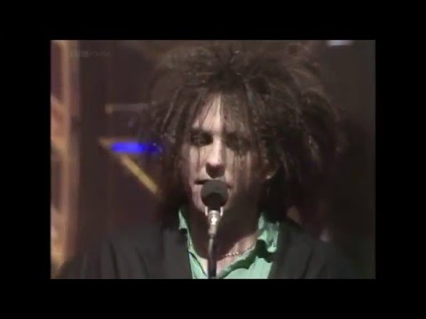 The Cure - In Between Days (1985 TOTP appearance)